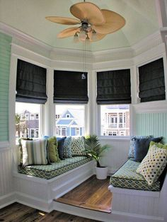 House of Turquoise: Annie Laurie Cottage: Built In Seating ( I like the step-up area-L) Living Room Designs, Living Room Decor, Living Spaces, Bedroom Decor, House Of Turquoise, Banquettes, Cozy Nook, My Dream Home, Decorating Your Home