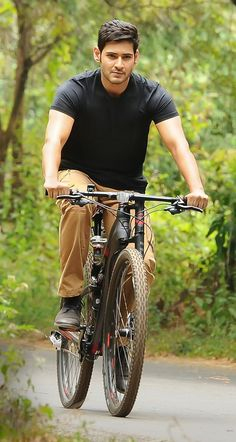 Srimanthudu First Look, black bicycle Bollywood Movies mahesh babu Bollywood Celebrities, Bollywood Actors, Indian Celebrities, Dhruva Movie, Hugo Boss, Mahesh Babu Wallpapers, Allu Arjun Wallpapers, Telugu Hero, Allu Arjun Images