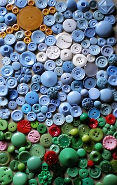 For you button lovers out there, a closer view so you can actually see these vintage lovelies.  :)