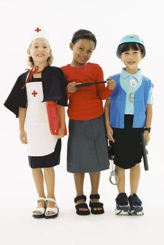 Make a simple nurse hat for pretend play or a Halloween costume.