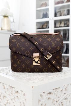 Empreinte - My Philocaly Taschen Von Louis Vuitton, Louis Vuitton Alma, Louis Vuitton Handbags, Louis Vuitton Monogram, Top Designer Handbags, Chanel Classic Flap, Girls Bags, Vuitton Bag, Luxury Bags