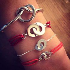 Composition de bracelet rouge menottes en argent - L'Atelier d'Amaya #bracelet #femme #mode #bijoux