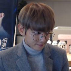 baekhyun exo - Friendzone Funny - Friendzone Funny meme - - The post baekhyun exo appeared first on Gag Dad. Baekhyun, Exo Png, Meme Faces, Funny Faces, Friendzone, Live Meme, Reaction Face, Pochette Album, Exo Memes