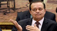 Ele pagará multa pelo uso dos serviços de funcionário público em seu comitê de campanha eleitoral de 2014 durante o horário normal de expediente