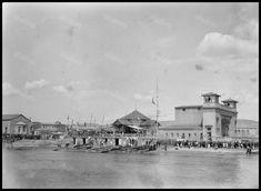 Νέο Φάληρο, τέλη δεκαετίας 1920.Το περίπτερο του Ναυτικού Ομίλου και δεξιά το θέατρο των ΕΗΣ. Φωτογραφία από το Ελληνικό Λογοτεχνικό και Ιστορικό Αρχείο.