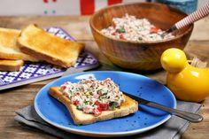 Ha nem akarjátok túlbonyolítani a vacsorát, vagy esetleg csak valami hideget ennétek, akkor se ragadjatok le a párizsis zsömlénél! Dobjatok inkább össze egy ilyen király tonhalsalit, pirítsatok mellé néhány szelet kenyeret és kész is van a megúszós vacsitok!
