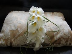 Artificial White Calla Lily Over Arm Wedding Brides Bouquet & Buttonholes x 2