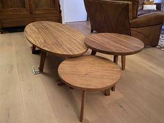 Gestoomd Fraké heeft heel veel karakter in de nerfstructuur en is alles behalve een saaie houtsoort. Dat maakt het zo geschikt voor tafels, kasten enzovoorts maken. Door de thermische stoombehandeling is het ook nog eens geschikt voor buiten (binnen kan natuurlijk ook). Bovendien is het uiterst stabiel en werkt het hout nagenoeg niet. # klantfoto #frake Table, Furniture, Home Decor, Hu Ge, Decoration Home, Room Decor, Tables, Home Furnishings, Home Interior Design