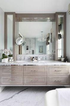 Double évier et mobilier salle de bains très chic