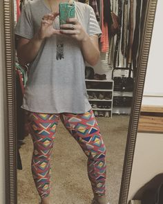 My favorite combo-#lularoeleggings and a #classictee I could live in these #alldayeveryday  #lularoe #lularoelove #lularoeaddict #leggings #comfyANDcute #butterysoft