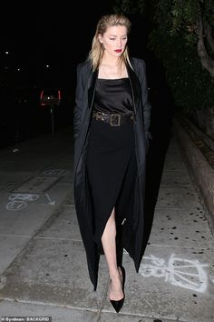 Snag a pair of classic black heels like Amber Click 'Visit' to buy now Amber Heard Style, Amber Heard Photos, Star Fashion, Fashion Models, Girl Fashion, Cool Girl Style, Christian Louboutin So Kate, Style Finder, Fashion And Beauty Tips