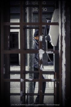 Cabine telefónica I / Cabina telefónica I / Phone Booth I [2014 - Porto / Oporto - Portugal] #fotografia #fotografias #photography #foto #fotos #photo #photos #local #locais #locals #cidade #cidades #ciudad #ciudades #city #cities #europa #europe #pessoa #pessoas #persona #personas #people #porto #oporto #street #streetview