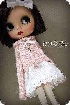 Natasja - wide pale pink alpaca sweater with mirror charm