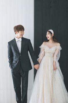 Pre Wedding Poses, Pre Wedding Photoshoot, Wedding Couples, Korean Wedding Photography, Bridal Photography, Foto Wedding, Dream Wedding, Youre My Person, Wedding Styles