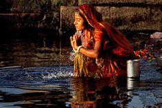 Uno stato dai mille contrasti, famoso per le sue caste e per le sue divinità. Il solo tour incredibile dell'India che vi farà immergere nei mille colori del Rajasthan, dalla visita al Taj Mahal all'escursione a dorso di cammello nel deserto del Thar. Fatevi coinvolgere dunque dal clima mistico e magico di questa nazione e organizzatevi; prenotate un volo in totale libertà e scegliete di percorrere con noi questa esperienza!