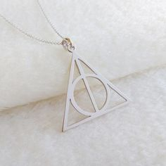 This beautiful and delicate Deathly Hallows necklace would make the perfect present for any fan of the Harry Potter fan books in your life. Harry Potter Ring, Harry Potter Symbols, Harry Potter Necklace, Harry Potter Glasses, Harry Potter Deathly Hallows, Harry Potter Hermione, Harry Potter Quotes, Harry Potter Cookie Cutter, Harry Potter Memorabilia