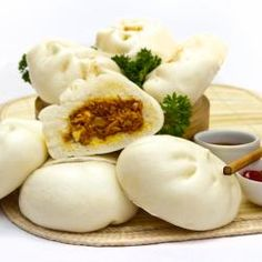 Siopao(Steamed buns) is prepared from the sweet dough wrapped around a chicken filling to make a delicious snack! Filipino Recipes, Asian Recipes, Filipino Food, Yummy Snacks, Yummy Food, Delicious Recipes, Tasty, Siopao, Sweet Dough