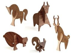 wood collapsible animals. Different colors of wood is used to give different color