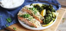Kjøp Ovnsbakt laks med parmesanskorpe og brokkoli og resten av ukeshandelen med ett klikk! Stek brokkoli og laks i ovnen sammen, en enkel og sunn hverdagsmiddag!