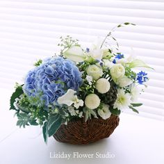 여름 수국 꽃바구니 * 해외에서 서울로 꽃배달 Liziday : 네이버 블로그 #flowers #liziday #flowergift #gift #koreaflower #koreanflorist #florist #flowerarrangement #flowerbox #handtied #꽃다발 #꽃다발포장 #flowerclass #flowershop #flowerwrapping #wrapping #bouquet #플로리스트 #리지데이 #koreanflorist #kstyleflower #koreanflower #kstylewrapping #koreahandtied #flowerpower Basket Flower Arrangements, Beautiful Flower Arrangements, Table Flowers, Floral Arrangements, Beautiful Flowers, Flower Basket, Flower Boxes, Fresh Flowers, Spring Flowers
