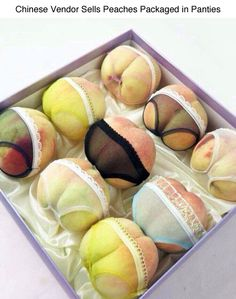 """Yao, a Chinese fruit vendor from Nanjing, put the resemblance of peaches with a cute bum a step further by dressing the peaches, fittingly named """"When the peach is ripe"""" (same with … Nanjing, Chinese Fruit, L'express Styles, Eat A Peach, Food Humor, Kitsch, Food Art, Packaging Design, Product Packaging"""