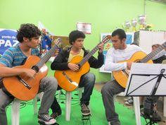 Um trio de violões formado por alunos que estudam no CEU Pêra Marmelo, zona norte de São Paulo, se apresentam no Espaço de Leitura do Parque Água Branca no próximo final de semana. A entrada é Catraca Livre.