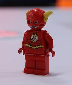 LEGO The Flash Minifigure. My son loves to call him SPEEDY.favorite character in Lego Batman Lego Batman 2, Lego Man, Lego Marvel, Spiderman, Lego Custom Minifigures, Lego Minifigs, Cool Lego, Cool Toys, Legos