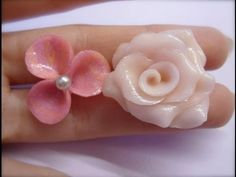Good detail!   Fimo: tutorial rosa e fiorellino/rose and little flower!