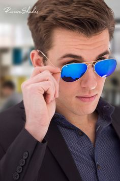 Looking for stylish frames in golden colors? Browse our selection of eyewear in gold frames for sport or fashion wear. Buy today & get 2 year warranty. Gold Live, Golden Color, Fashion Wear, Sunnies, Eyewear, Mirrored Sunglasses, Models, Stylish, Celebrities
