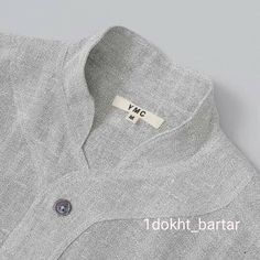 This is such a beautiful collar detail. Neck Designs For Suits, Dress Neck Designs, Collar Designs, Blouse Designs, Mode Masculine, Sewing Collars, Mens Kurta Designs, Only Shirt, Kurta Neck Design