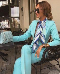 How To Wear A Scarf - 11 Elegant Ways - Dalene Ekirapa Source by outfits Ways To Wear A Scarf, How To Wear Scarves, Ladies Scarves, Suit Fashion, Look Fashion, Womens Fashion, Fashion Moda, Fashion Heels, High Fashion