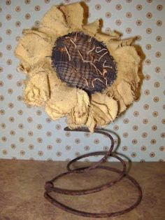 A primitive bedspring sunflower.in my opinion ;this is one of the the best handmade sunflowers I've seen. and the spring puts it over-the-top! Check the post for instructions to make! (Mom would like lol) Bed Spring Crafts, Spring Projects, Craft Projects, Craft Ideas, 31 Ideas, Crafts To Make, Arts And Crafts, Diy Crafts, Wood Crafts