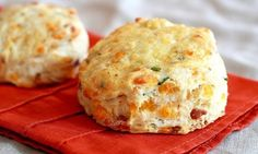 A rich and flaky scone filled to the brim with bacon, cheddar and chopped chives. A good dose of freshly ground pepper added to the batter . Yummy Eats, Yummy Food, Savory Scones, Hungarian Recipes, Cheddar, Real Food Recipes, Breakfast Recipes, Bacon, Food Porn