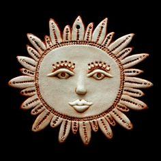 Slunce Závěsný keramický reliéf Barevné provedení matnáhnědá glazura Rozměr 18 x 16 cm Sun Illustration, Ceramic Mask, Sun Moon Stars, Sun Art, Pottery Sculpture, Moon Design, Air Dry Clay, Art Portfolio, Clay Creations