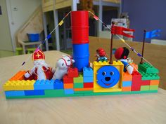 Een stoomboot van Duplo... Lego Duplo, Lego Projects, Projects To Try, Saint Nicolas, Lego Building, Lego Creations, Favorite Holiday, Legos, Kids Playing