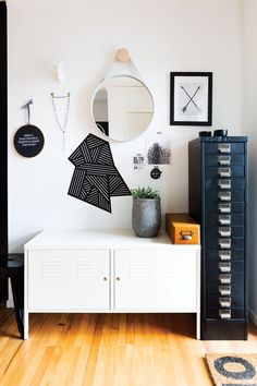 Things That You Need To Know When It Comes To Industrial Decorating You can use home interior design in your home. Even with the smallest amount of experience, you can beautify your home. Armoire Ikea Ps, Ikea Ps Cabinet, Filing Cabinet, Vintage Industrial Decor, Vintage Decor, Scandi Living, Home Decor Inspiration, Decor Ideas, Interiores Design