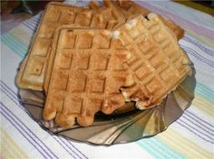 Хрустящие Бельгийские вафли от Ларисы Вольницкой (loravo) мука1+1/3 чашки разрыхлитель4 ч.л. соль0.5 ч.л. сахар5 ч.л. раст. масло0.5 чашки яйца, отделить белки2 шт. молоко1+3/4  чашки ваниль или ванилин http://www.loravo.keyartstudio.com/kitchen/deserty-recept/xrustyashhie-belgijskie-vafli/
