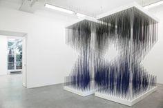 """vue de l'exposition """"Chronochrome"""" à Galerie Perrotin  Paris (France), 2015   Jesús Rafael SOTO"""