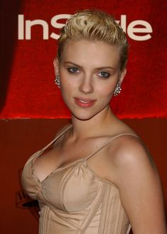 Johansson starred in 2007's The Nanny Diaries, alongside Laura Linney. Scarlett Johansson