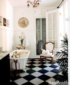 Red Black and White Bathroom Decor . Red Black and White Bathroom Decor . Designing with Black and White Tile Glamorous Bathroom, Beautiful Bathrooms, Luxury Bathrooms, White Bathrooms, Parisian Bathroom, Country Bathrooms, French Bathroom Decor, Master Bathrooms, Bathroom Vintage