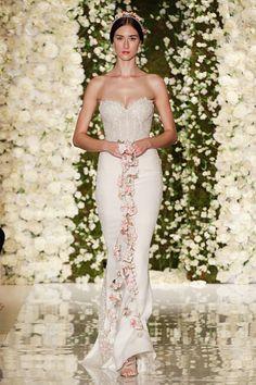 La sposa fiorita di Reem Acra alla New York Bridal Week per l'autunno 2015