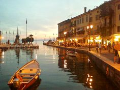 Lazise, Garda Lake, Italy Vacation Trips, Dream Vacations, Places To Travel, Places To See, Lake Garda Italy, Lacs, Italian Lakes, Boat Art, Places Of Interest