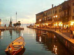 Lazise, Garda Lake, Italy Verona, Vacation Trips, Dream Vacations, Places To Travel, Places To See, Lake Garda Italy, Lacs, Italian Lakes, Boat Art