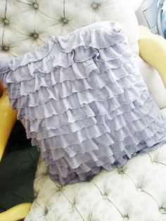 ruffle pillow DIY