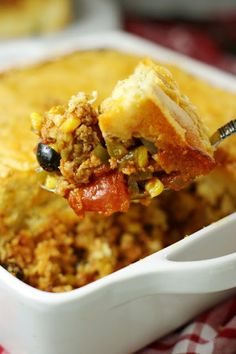 Tamale Pie Casserole ~ spicy ground turkey & vegetable filling topped with a thick layer of golden cornbread.  Just perfect for your Cinco de Mayo celebration, or everyday dinner!