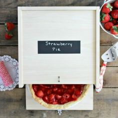 Create a custom #DIY wood pie box to transport your pies safely. It also makes a great gift for the baker in your life!