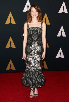 Emma Stone no tapete vermelho de premiação da Academia de Artes e Ciências Cinematográficas, em Los Angeles
