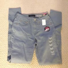 """High waisted seriously stretchy jeans from Aero Grayish blue high waisted skinny """"jeggings"""". Very soft, you could run a marathon in these baby's. Nothing's wrong with these they are just too big. Still with tags. Aeropostale Jeans Skinny"""