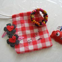 Cadeautjes maken voor vriendinnetje Cadeautjes knutselen #watdoetvanessanu #craft #vilt #zelfmaken #gifts #zoetgeluk #armband #stempelen