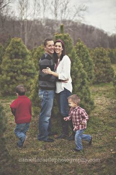 Family photos at a Christmas tree farm! And, I love pictures that show families having real fun!